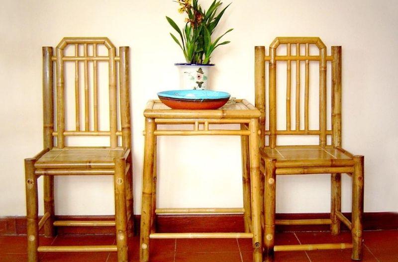 Mẫu bàn và ghế để phòng ngủ, có thể sử dụng để ngồi đọc sách.